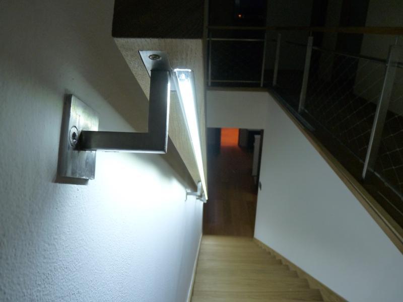 osvětlení schodište, zafrézováno do madla