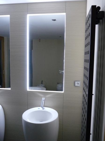 osvětlení zrcadla - montáž pod obklad