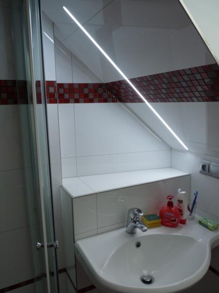 osvětlení zrcadla, zapuštěné do obkladu